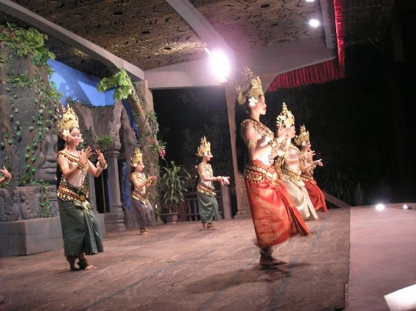 Cambodia-dancing-performance