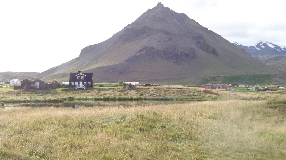 Iceland-houses-village