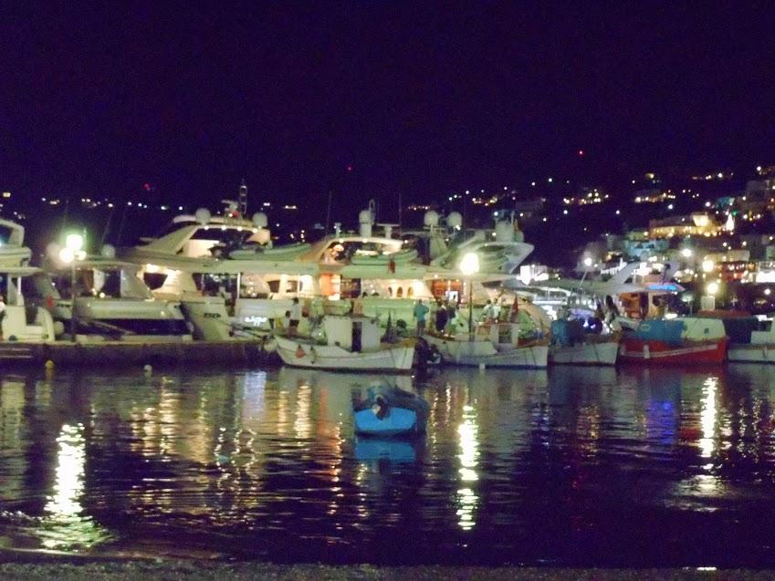 mykonos-boats