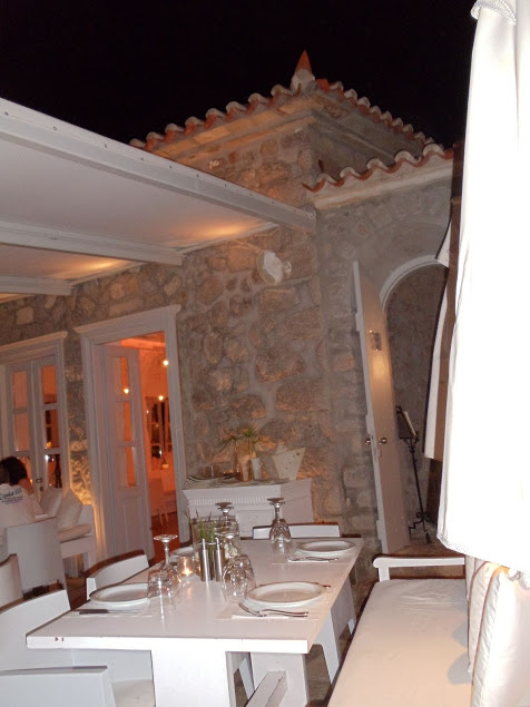 patio-restaurant-hydra