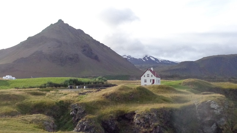 iceland-picturesque-view