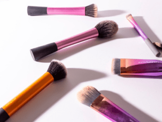 List 5 essential makeup brushes that every girl must have