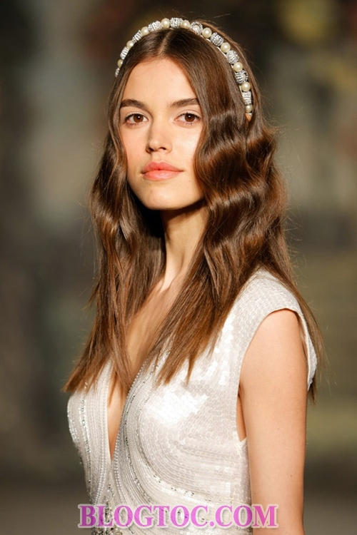 The beautiful hairstyles with bridal accessories that are evaluated by experts will thrive in the near future.