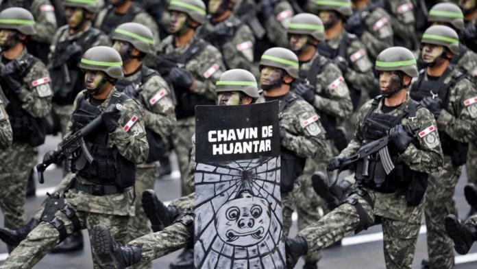 Peruivan military marching