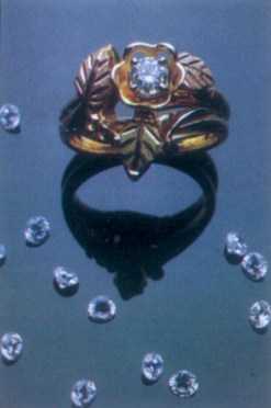 Ring w_diamonds