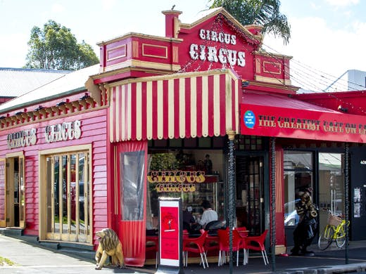 this-lucky-burb-has-aucklands-most-enchanting-cafe-3