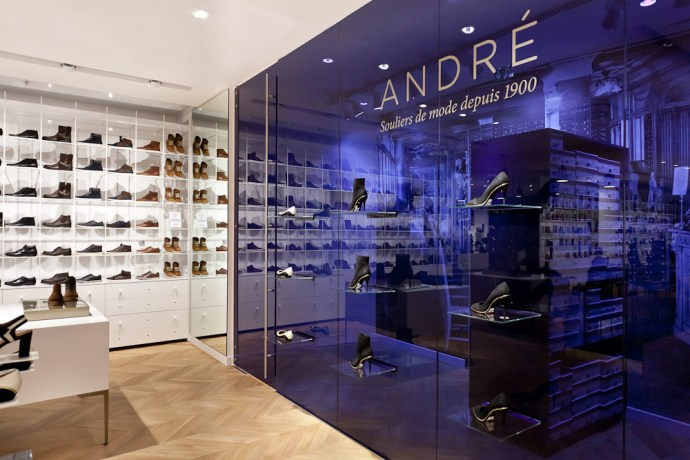 André boutique purple retail interior