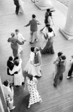 Josef Albers: Tanz auf dem Portikus der Lee Hall, Blue Ridge Campus, 1934-38. © The Josef and Anni Albers Foundation, VG Bild-Kunst, Bonn 2015