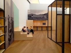 """Ausstellungsansicht """"Black Mountain. Ein interdisziplinäres Experiment 1933- 1957"""" im Hamburger Bahnhof - Museum für Gegenwart – Berlin."""