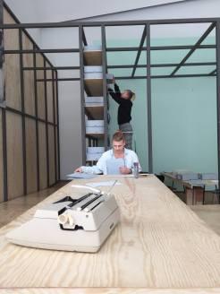 Photo by Nikoline Spjelkavik. Victoria Røising og Johanna Dahlbäck working with the archive.
