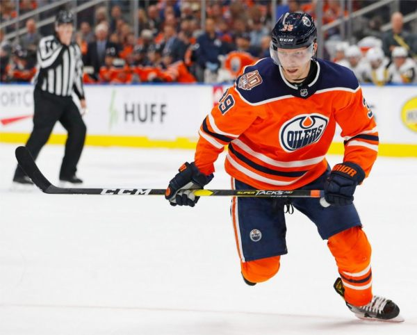 Edmonton-Oilers-forward-Alex-Chiasson.jpg