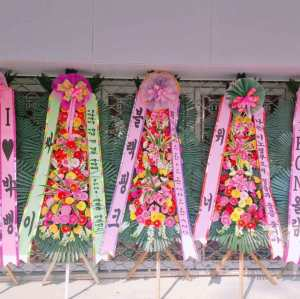 Blackpink sent flower wreath for Bigbang concert