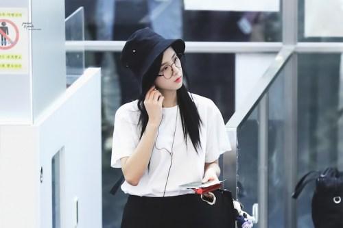 Blackpink Jisoo Airport style bucket hat 6fa00fdeb5a