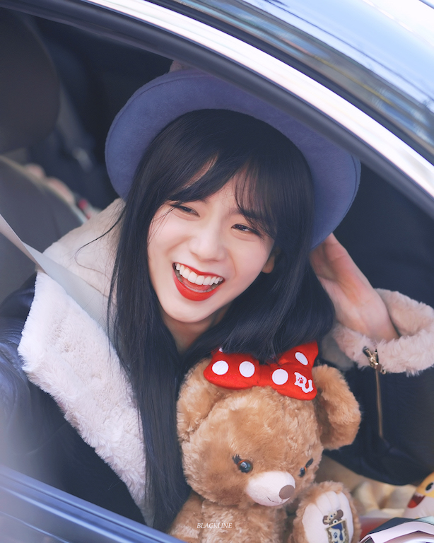 Blackpink Jisoo Car Photos Bunny Bowler Hat