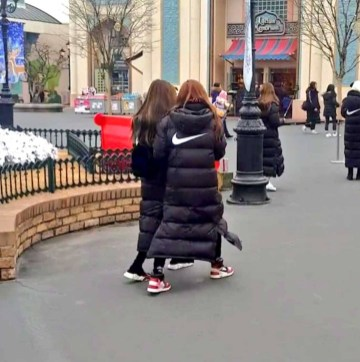Blackpink-Filming-Blackpink-House-Everland