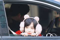Blackpink Jisoo in fur fluffy pink earmuffs