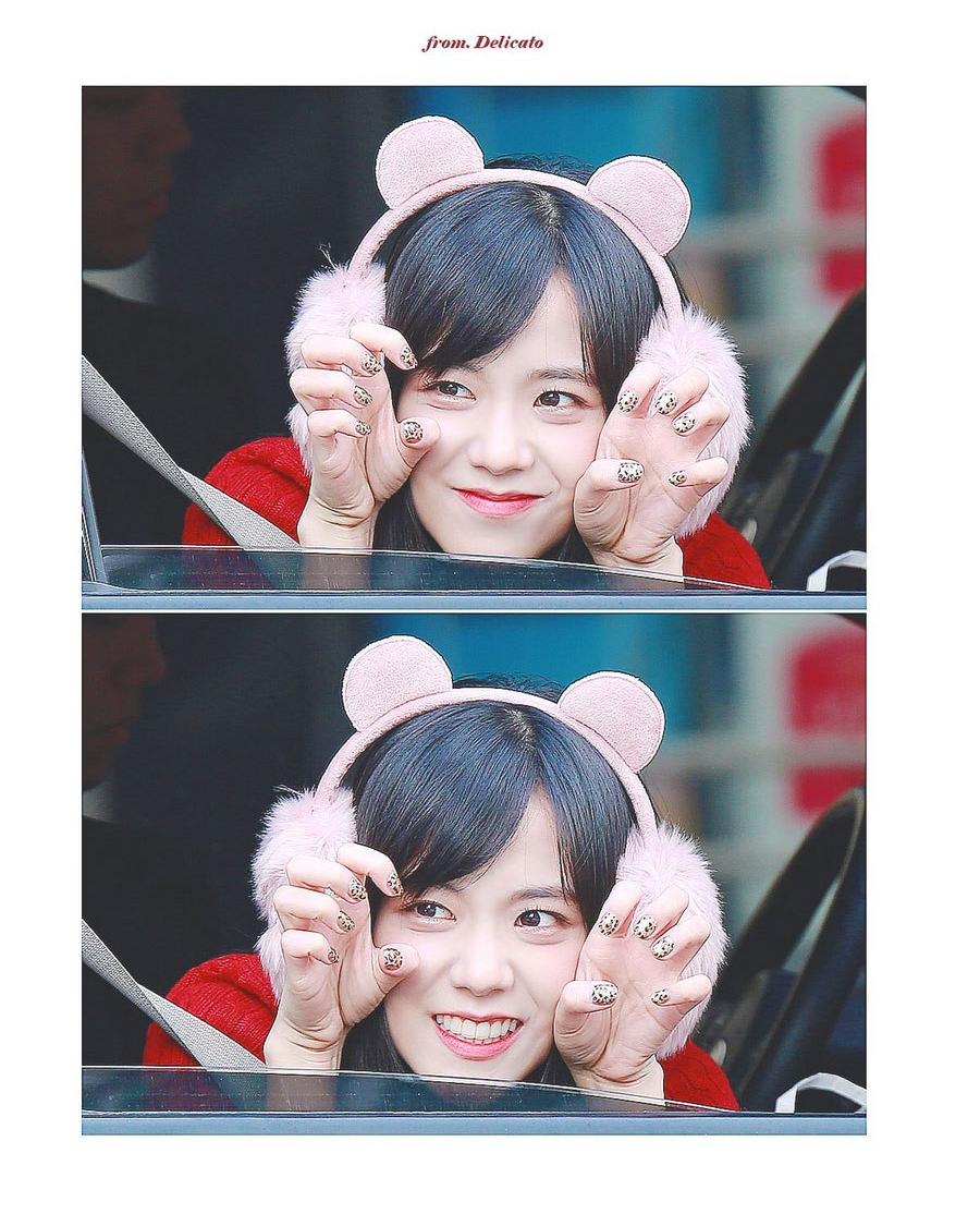 Blackpink Jisoo in fur fluffy pink earmuffs