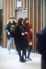 Blackpink-Lisa-Jennie-Filming-Blackpink-House-Alice-Exhibition