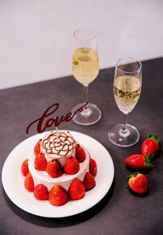 Blackpink Lisa strawberry cake