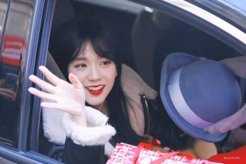 Blackpink-Jisoo-Car-Photos-Inkigayo-3
