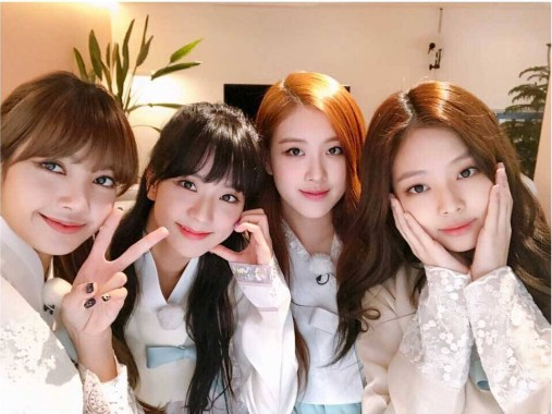 Blackpink Selfie Lunar New Year 2018 wearing hanbok