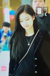 Blackpink-Jennie-Airport-Fashion-27-March-to-Japan-31
