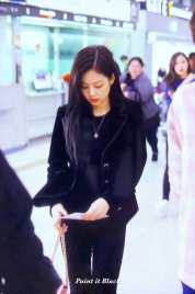 Blackpink-Jennie-Airport-Fashion-27-March-to-Japan-39