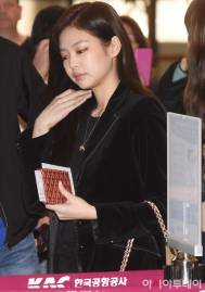 Blackpink-Jennie-Airport-Fashion-27-March-to-Japan-4