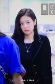 Blackpink-Jennie-Airport-Fashion-27-March-to-Japan-40