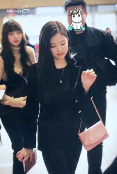 Blackpink-Jennie-Airport-Fashion-27-March-to-Japan-41