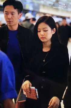 Blackpink-Jennie-Airport-Fashion-27-March-to-Japan-42