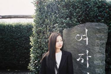 Blackpink-Jennie-Instagram-Photo-2018-Jeju-Island-maze-2