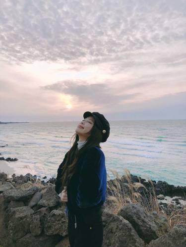 Blackpink-Jennie-Instagram-Photo-2018-Jeju-Island-sunset