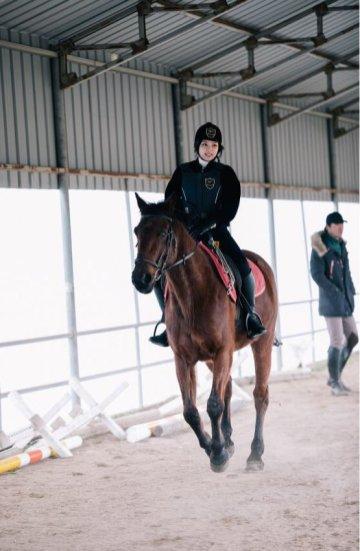 Blackpink Jennie photo 2018 Horse Riding Jeju Island