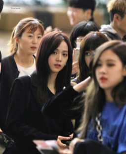 Blackpink-Jisoo-Airport-Fashion-27-March-to-Japan-13