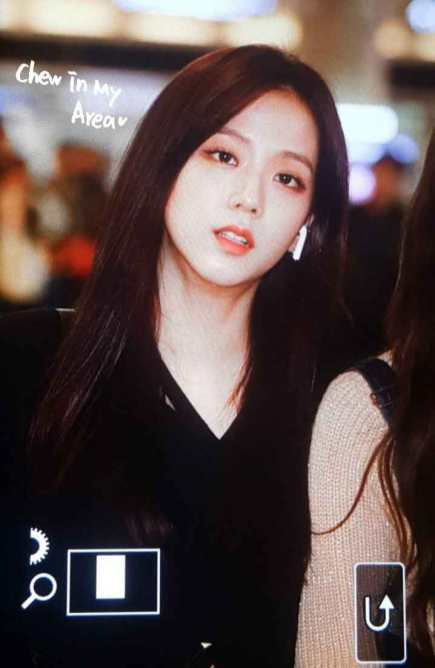 Blackpink-Jisoo-Airport-Fashion-27-March-to-Japan-16