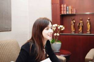 Blackpink-Jisoo-Instagram-Photo-2018-Jeju-Island-pretty-laugh