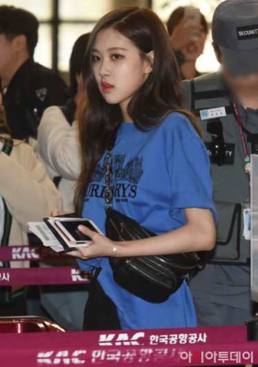 Blackpink-Rose-Airport-Fashion-27-March-to-Japan-4