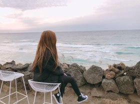 Blackpink-Rose-Instagram-2018-beach-Jeju-Island