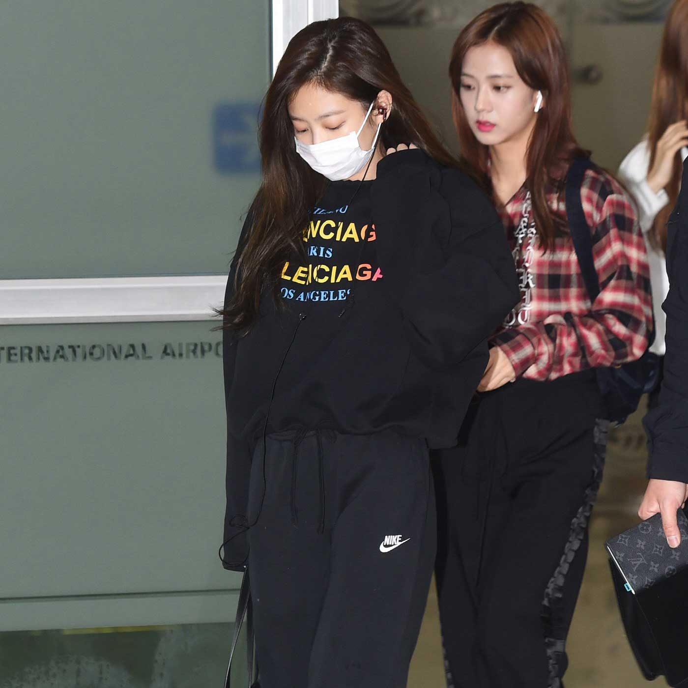 Blackpink Jisoo Jennie airport fashion March 12, 2018
