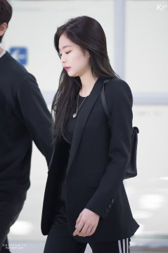 Blackpink Jennie Airport Fashion 1 April 2018