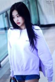 Blackpink-Jennie-Airport-Fashion-22-April-2018-photo-11