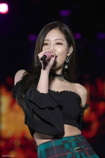Blackpink-Jennie-Tokyo-Girls-Collection-2018-photo-13