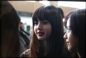 Blackpink-Lisa-Airport-Fashion-20-April-2018-photo