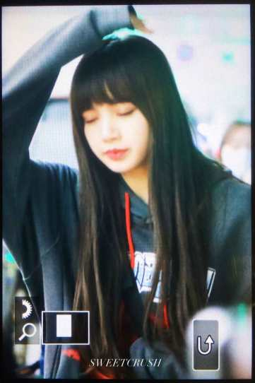 Blackpink-Lisa-Airport-Fashion-Incheon-5-april-2018-from-Thailand-12