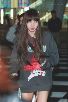 Blackpink-Lisa-Airport-Fashion-Nonagon-3