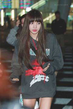 Blackpink-Lisa-Airport-Fashion-Nonagon-3
