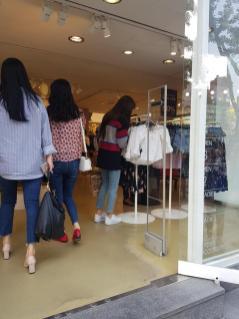 Blackpink Lisa Hongdae 29 April 2018 with mom 3