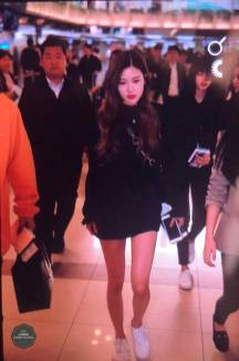 Blackpink-Rose-Airport-Fashion-20-April-2018-photo-3