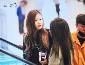 Blackpink-Rose-Airport-Fashion-20-April-2018-photo-5